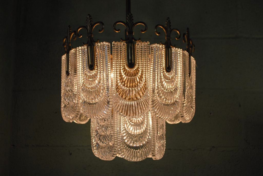 Art deco style chandeliers and chandelier lighting look elegant with art deco style chandeliers and chandelier lighting look aloadofball Images