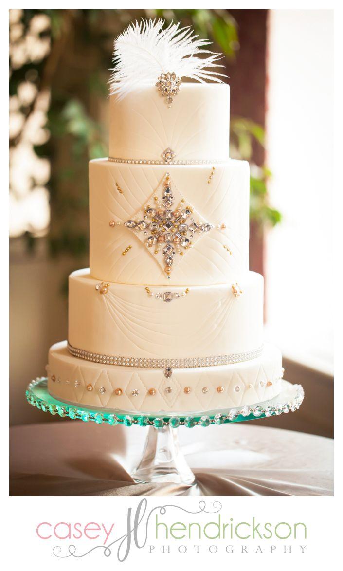 beautiful harlem renaissance wedding cake with feathers and