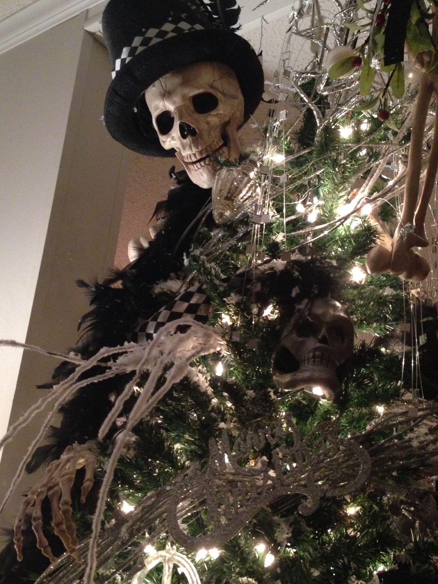 Skull tree another view | Halloween decorations, Halloween ...