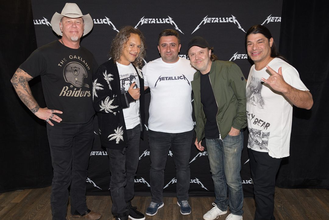 Last night someone proposed in the metallica hardwired experience last night someone proposed in the metallica hardwired experience meet and greet in budapest hungary james was so moved that he decided to take a m4hsunfo
