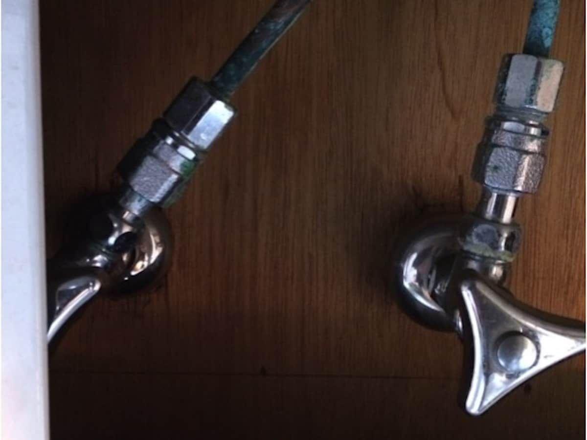 キッチンのシングルワンホール混合栓をdiyで取り外す方法 キッチン シングル リフォーム