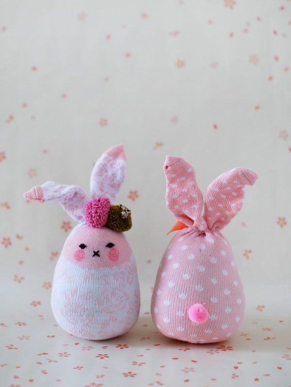 Como hacer conejitos con calcetines de bebe >> How to Make Easter ...