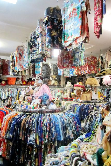 14c36f7b48 What To Buy In Hawaii (Souvenir Shopping Tips) - What souvenirs should you  buy in Hawaii  There are so many things to find for yourself