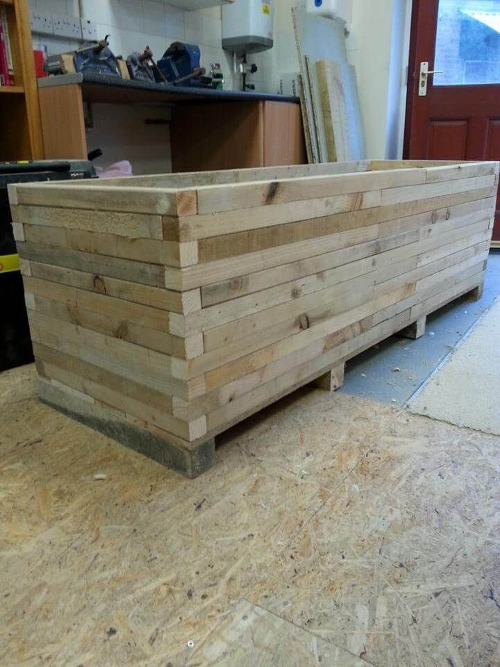 DIY Pallet Extra Large Garden Planter is part of Large garden Decking - This DIY pallet extra large garden planter is really superb to grow you favorite kinds of herbs, flowers and even the vegetables and you can even move to either