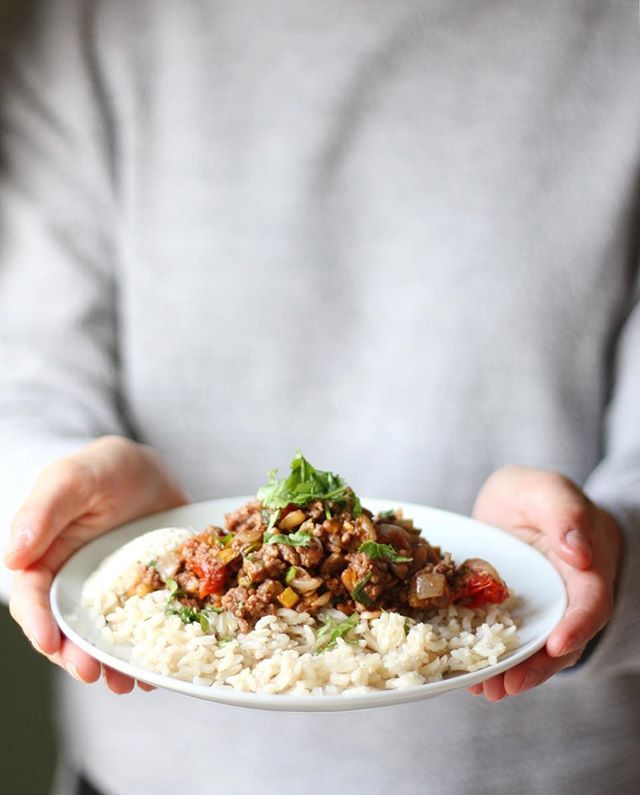 This moroccan braised lamb and brown rice is a frequent meal in my household at the moment ✨