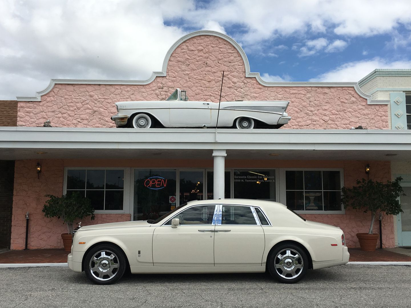 Arrive In A Rolls Royce Phantom On Your Wedding Day We Have The Finest Luxury Rolls Royce Dream Cars Limousine Rental