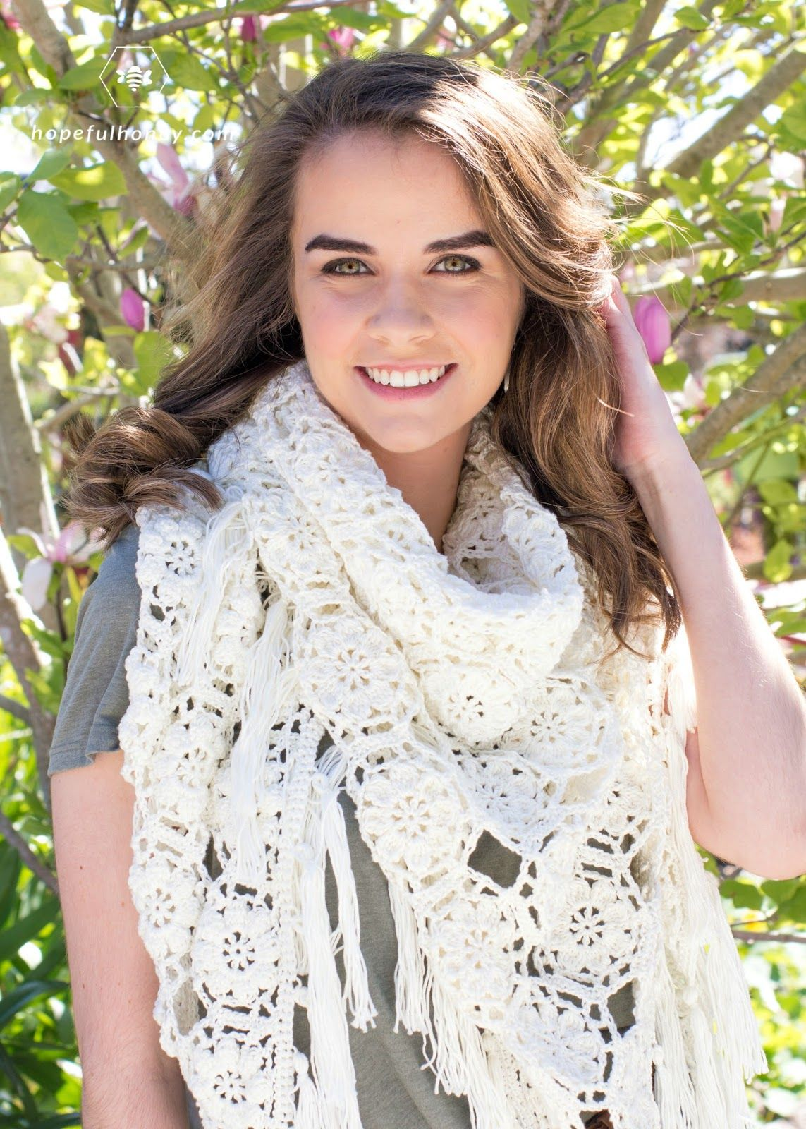 Magnolia Blossom Wrap - Crochet Pattern | Ganchillo y Puntos