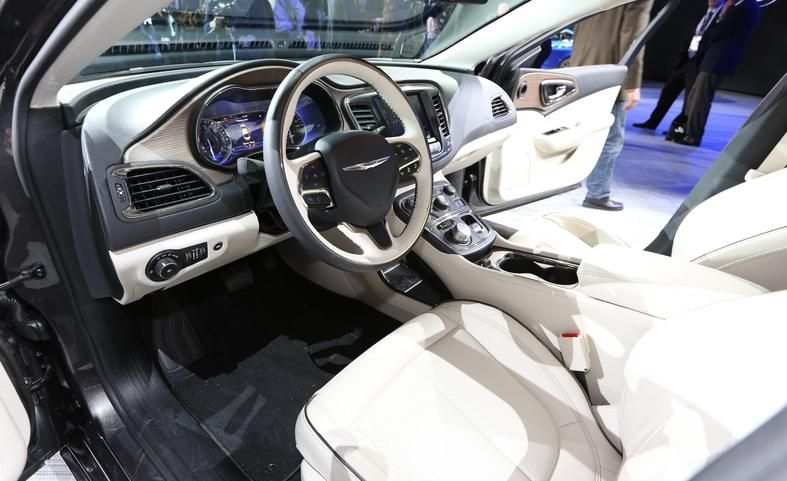 autoinsurancecar 2015 Chrysler 200 Review and Price