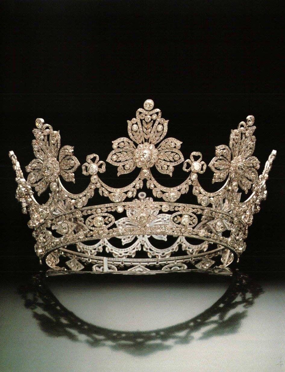 تيجان ملكية  امبراطورية فاخرة Db9f68cb7ab89c94166308a987976845