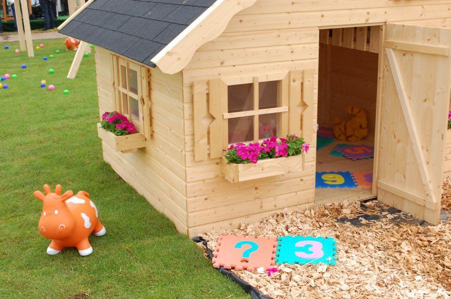 Caseta infantil tom 220x180cm casas de madera y for Caseta pvc exterior