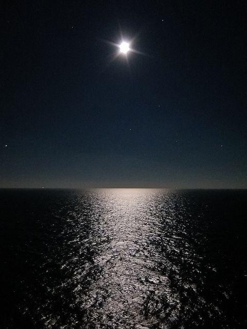 Sfondo mare di notte