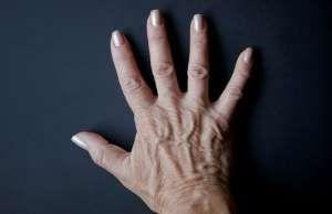 Como manter a beleza das unhas depois dos 50? - http://anoticiadodia.com/como-manter-a-beleza-das-unhas-depois-dos-50/