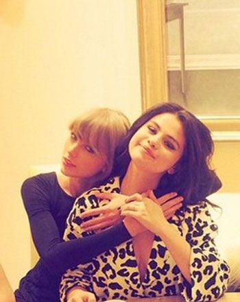 Mega Tea Party! Taylor, Selena, Ellie Goulding, and Haim Hang in Vegas