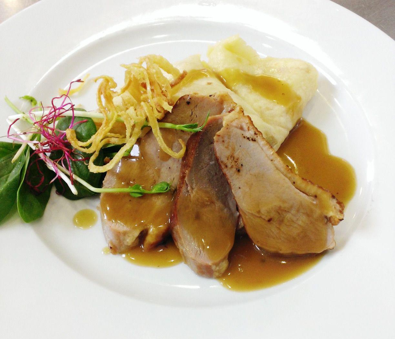 Denné menu Vranov | Marinované kačacie prsia v mede a koňaku, zemiaková lokša #Dennemenu #Restauracia Reštaurácia Hotel Patriot*** #KacaciePrsia #ZemiakovaLoksa