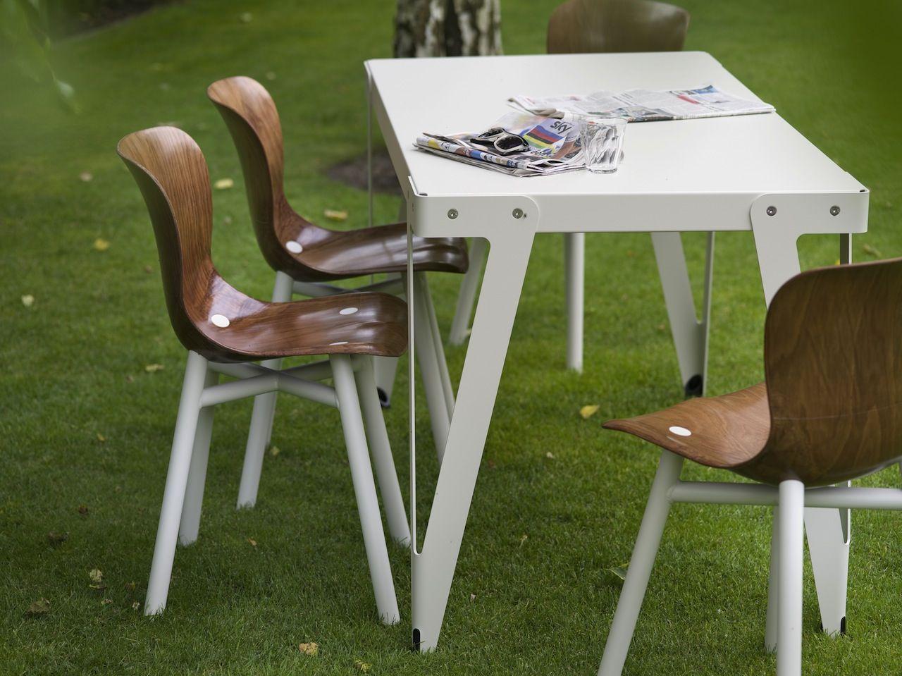 Hay Copenhague Tafel : De lloyd tafel en de wendela stoel zijn beide van functionals de