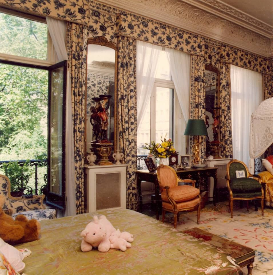 London Apartments Exterior: A Glimpse Into Ava Gardner's World- The Bedroom At Her