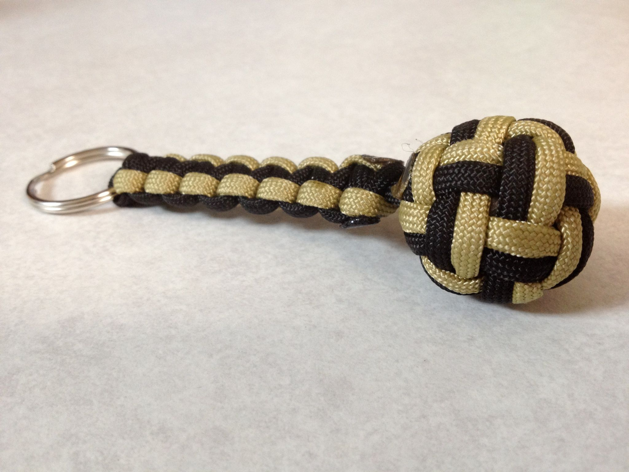 Paracord globe knot keychain for Paracord keychain projects