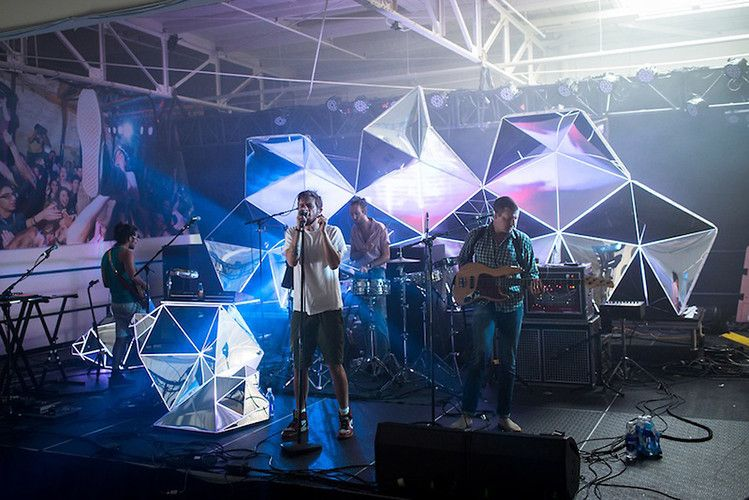 Indie Band Brings Stadium Worthy Visuals To Small Clubs
