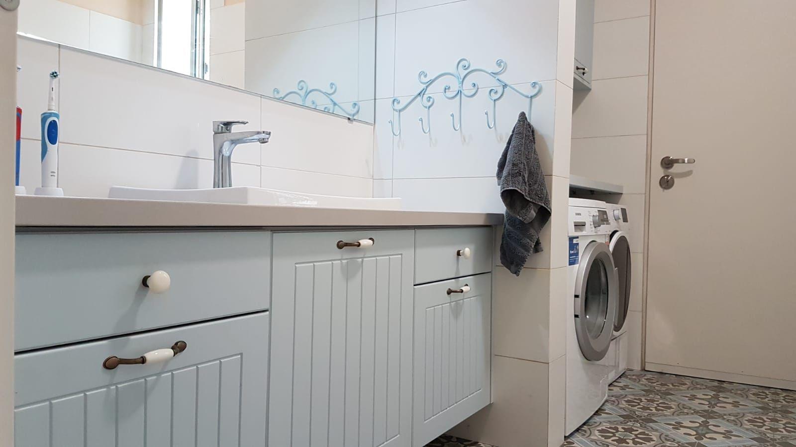 Pin By Shaham Glazer On מקלחות Kitchen Cabinets Decor Home