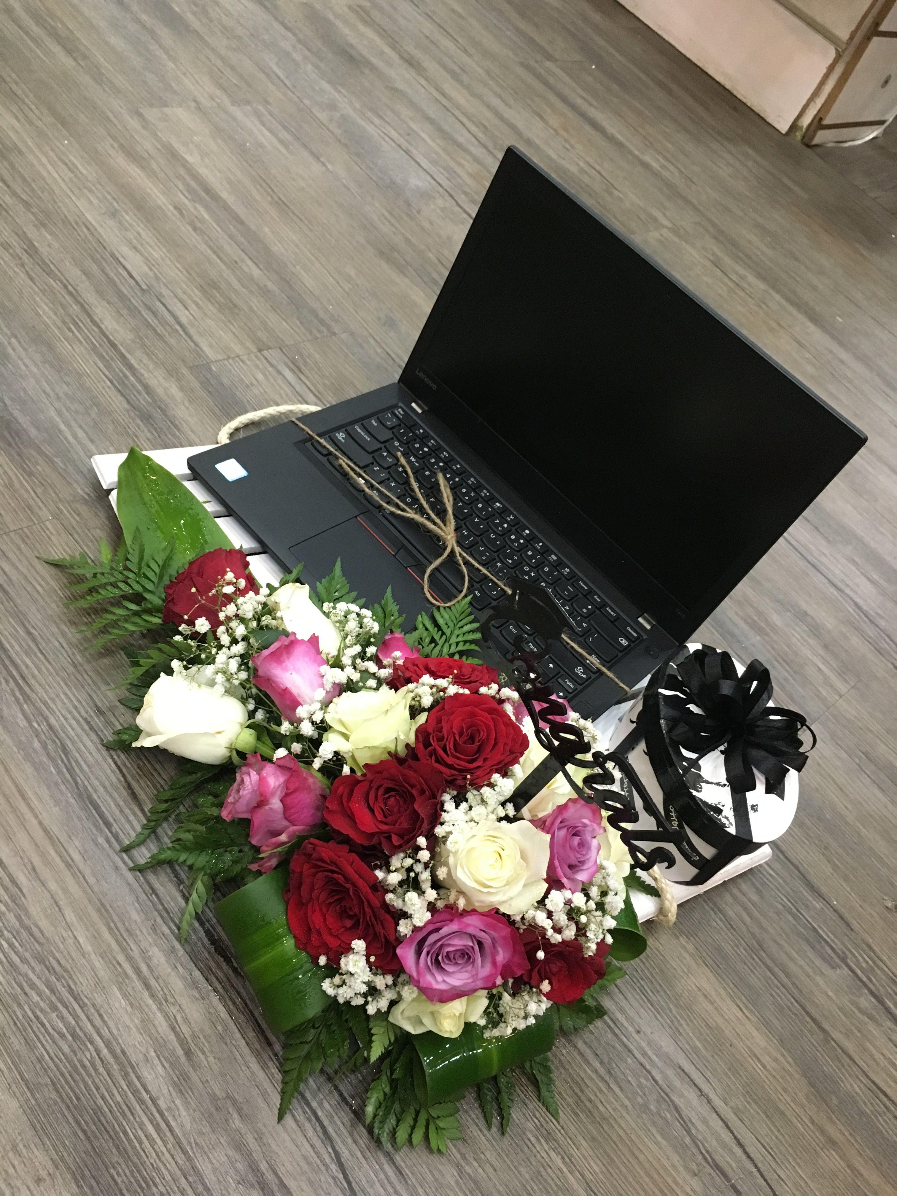 هدية لابتوب Floral Wreath Wreaths Floral