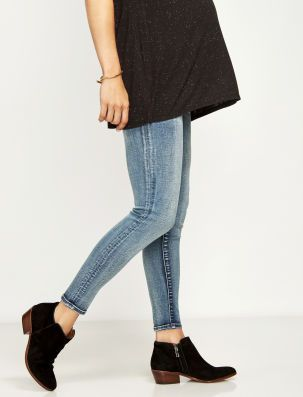 7d7184d8556af A Pea in the Pod Luxe Essentials Denim Secret Fit Belly Addison Ankle Skinny  Light Wash Maternity Jean