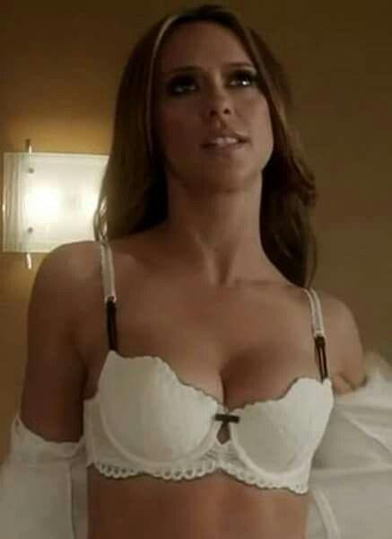 Jennifer love hewitt boob size