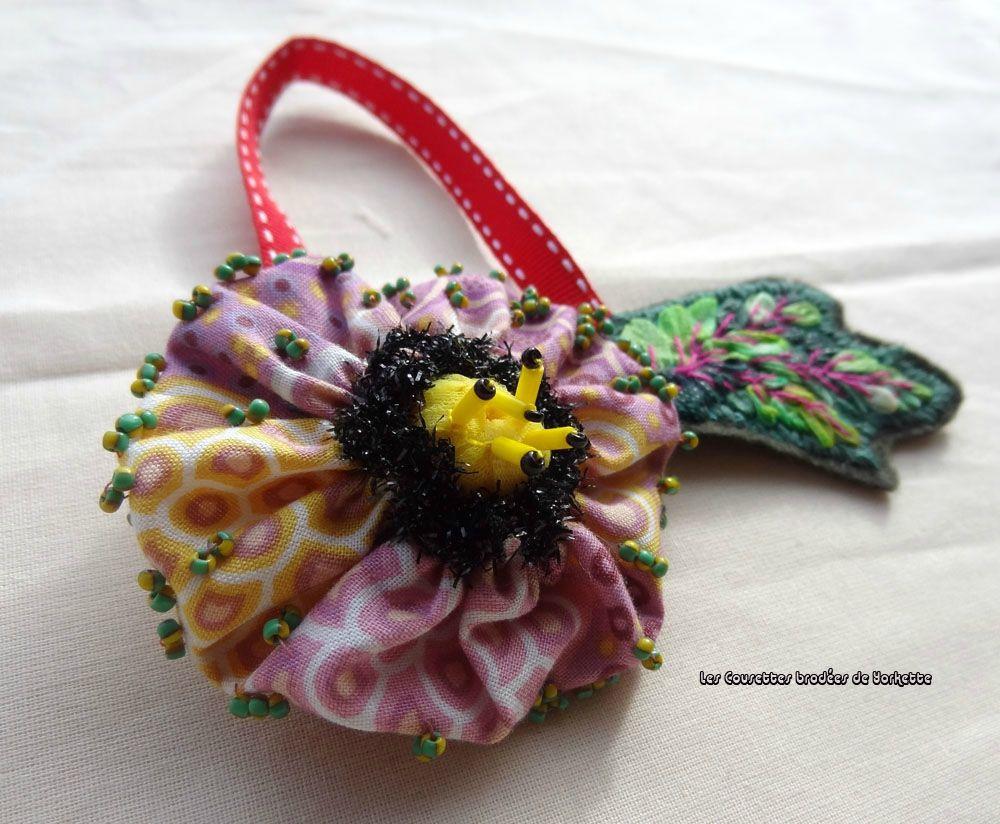 http://www.yorkette45.canalblog.com  : Les Cousettes brodées de Yorkette     Bijou de Ciseaux Nathalie (2) copie