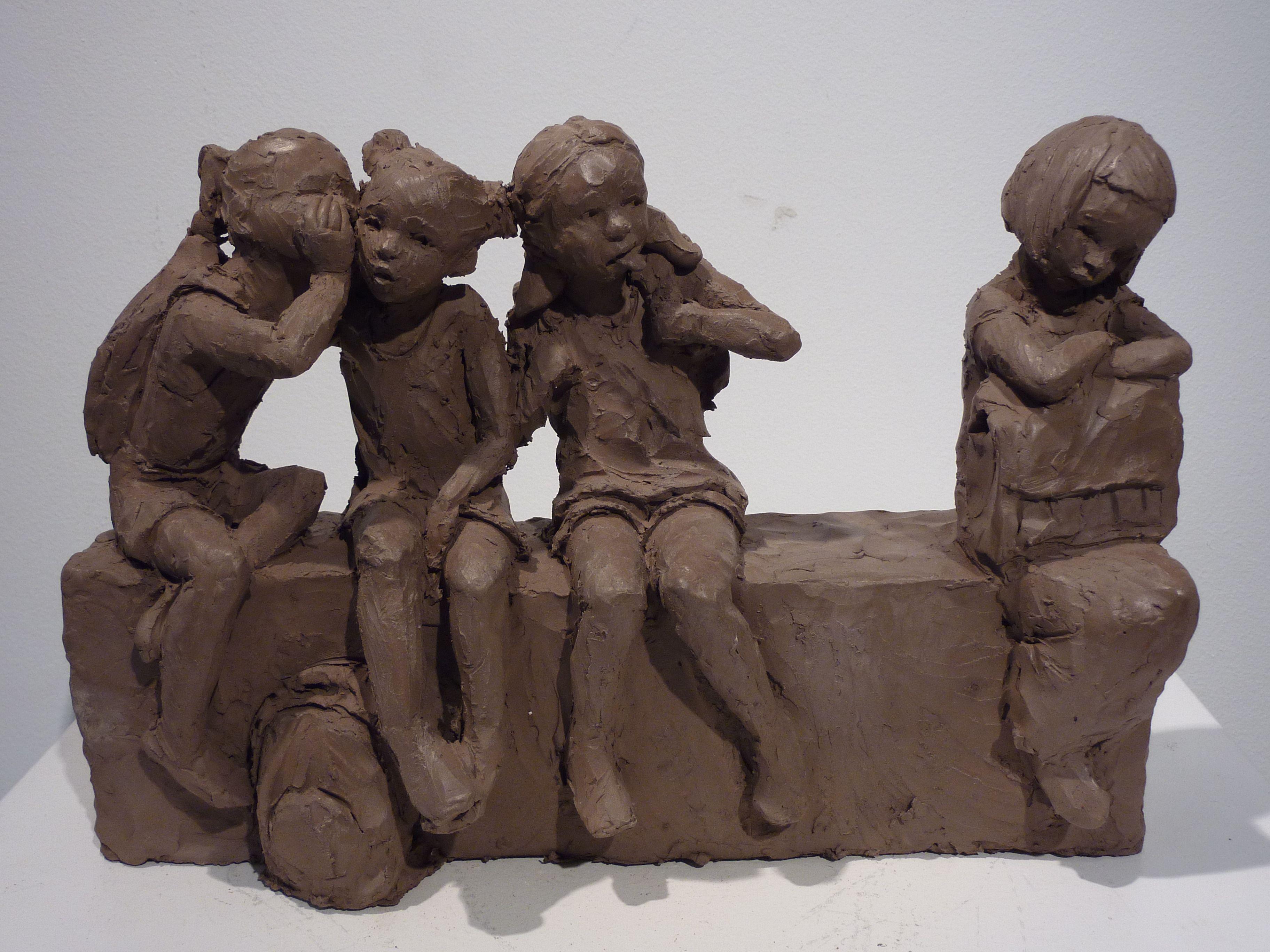 Top Sculpture en terre cuite patinée sur le thème de l'enfance par  EW25
