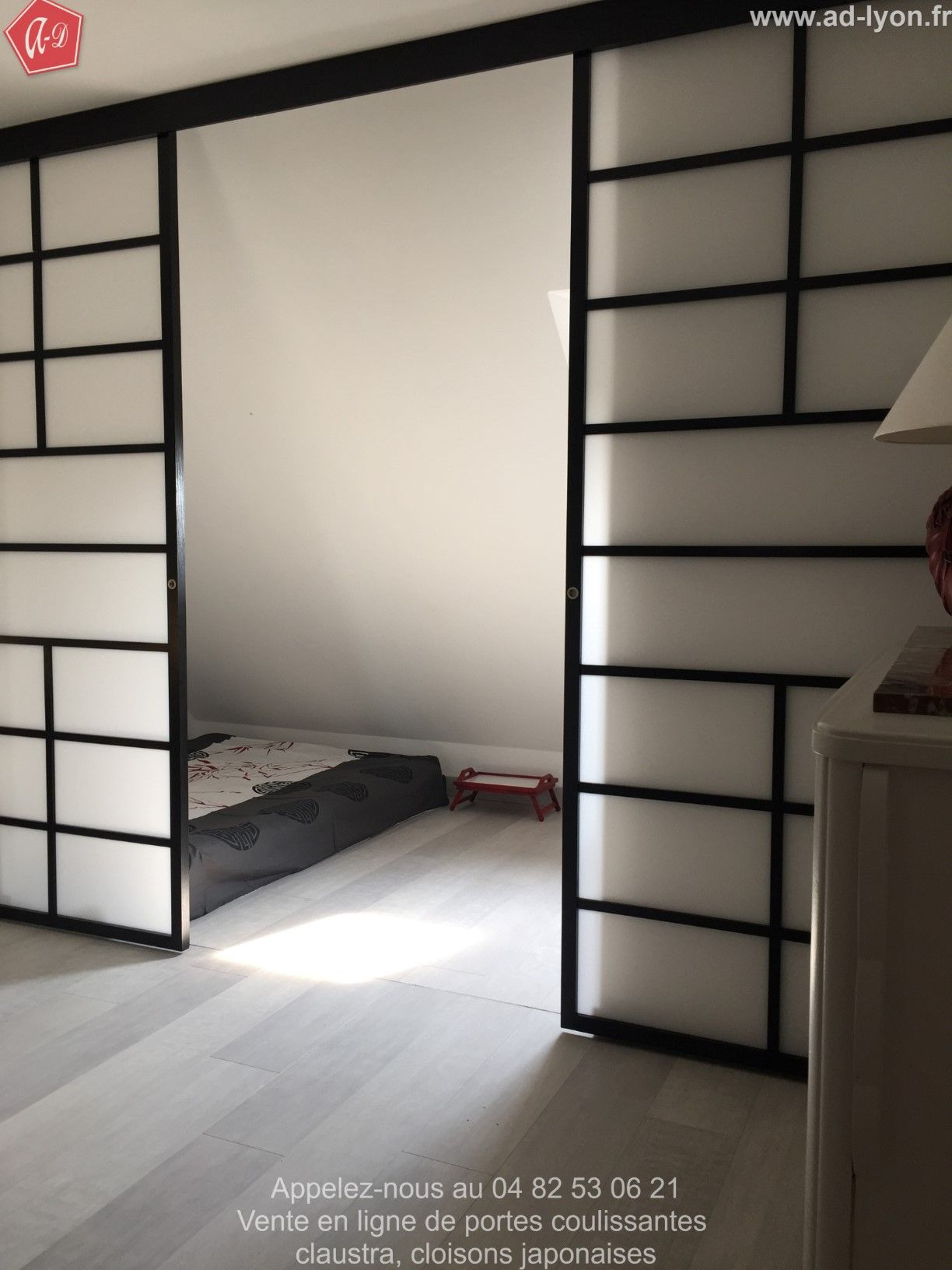 Porte coulissante japonaise pour la séparation d'une chambre ...
