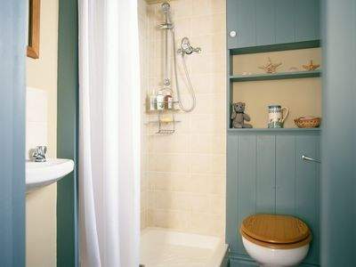 prefab vs tiled shower: which is a better choice