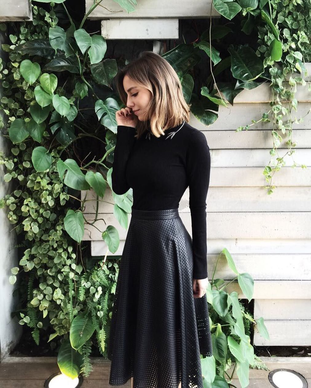 80de16d7c frio = all black (créditos na tela!) #looksdaluli | midi skirt ...