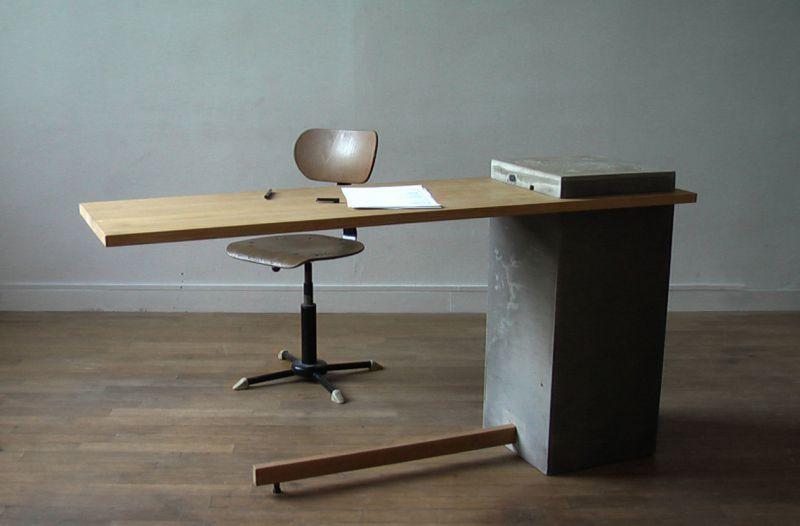 Le vrai bureau porte à faux béton et bois wood design
