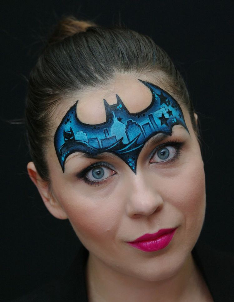 Attraktives Farbliches Make Up Als Fledermaus Superhero