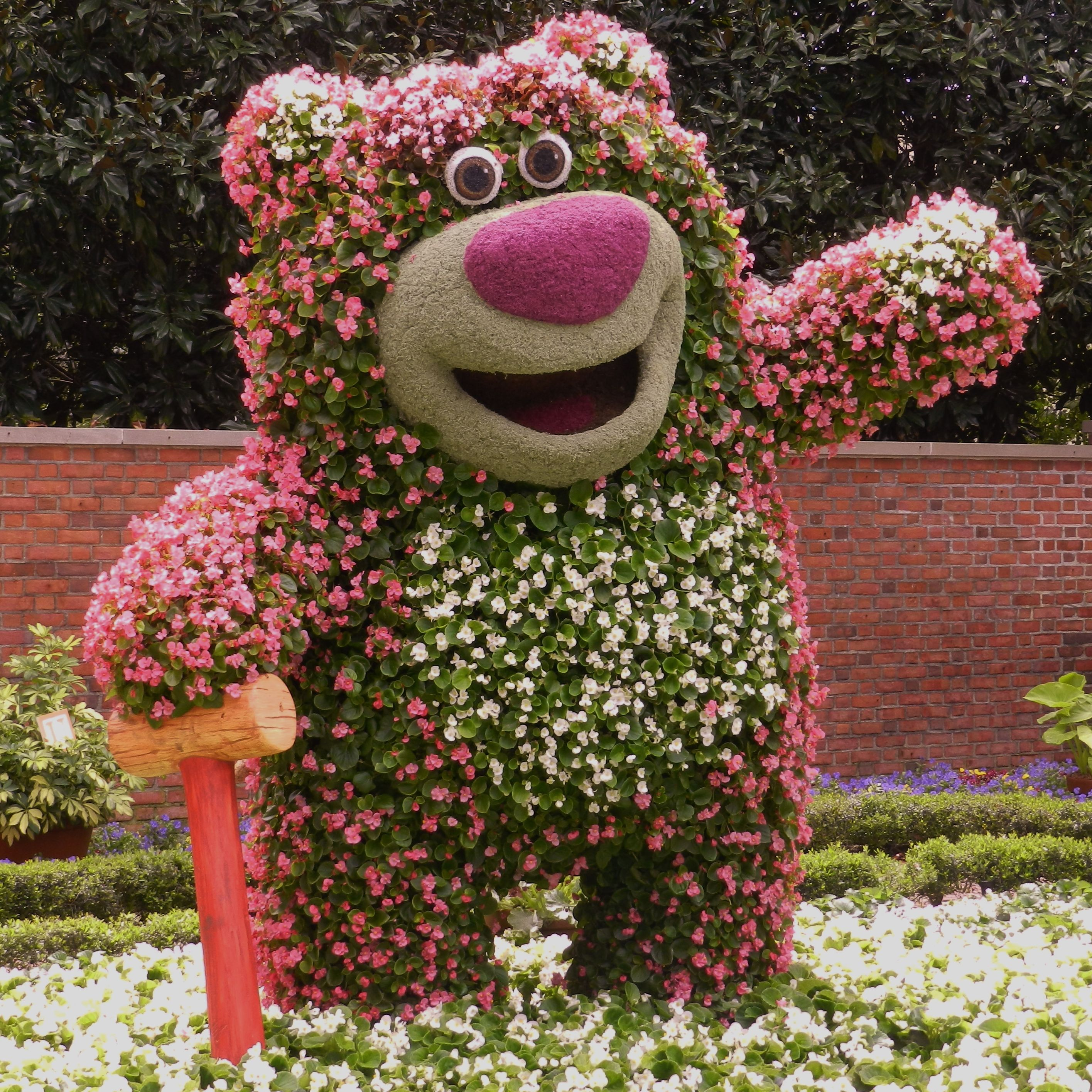 Lotso Topiary at Epcot Flower and Garden Festival | Walt Disney ...