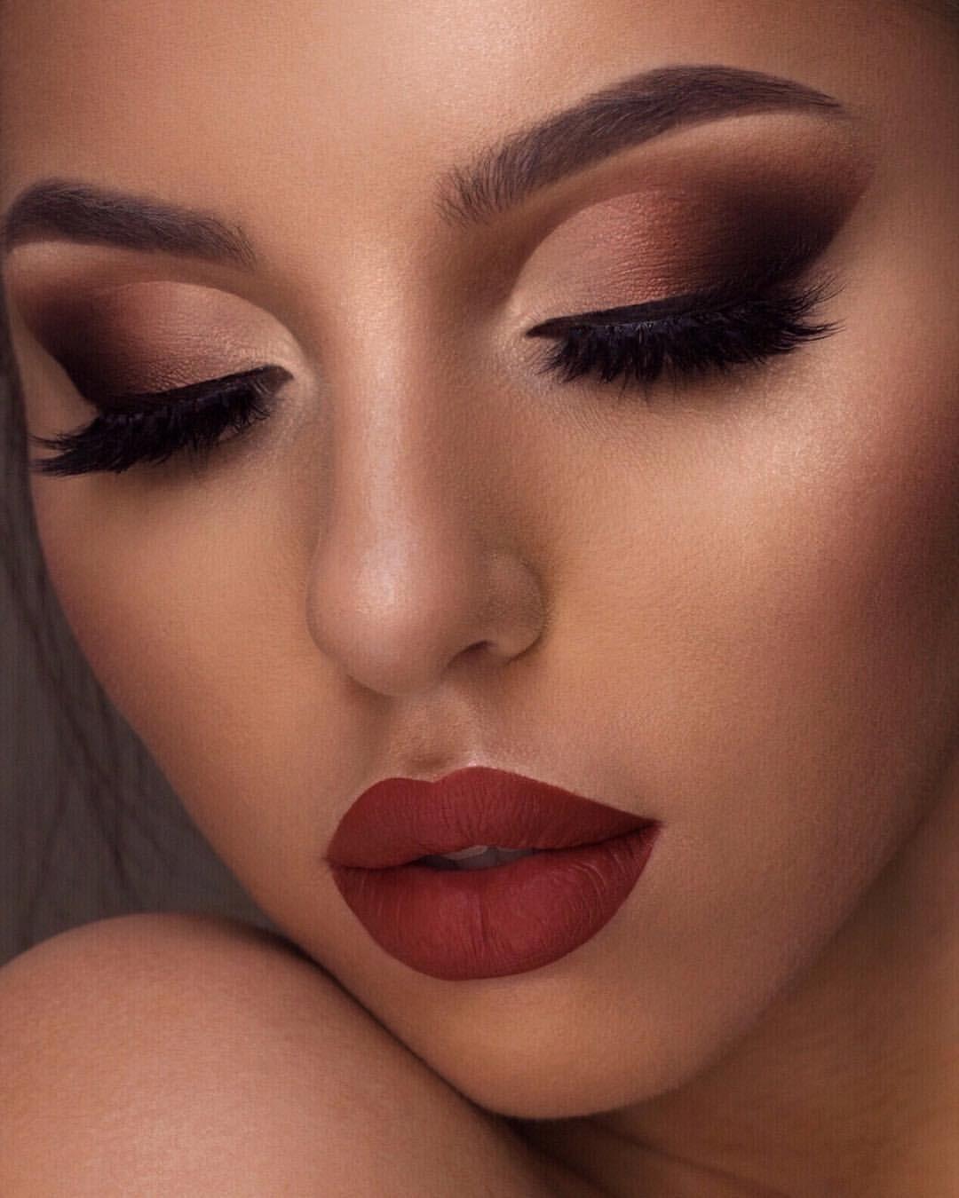 "Swetlana Petuhova on Instagram: ""[Anzeige] @hudabeauty faux filter foundation  @anastasiabeverlyhills brow powder in medium brown  @hudabeauty ""warm"" and ""smokey"" obsession…"""