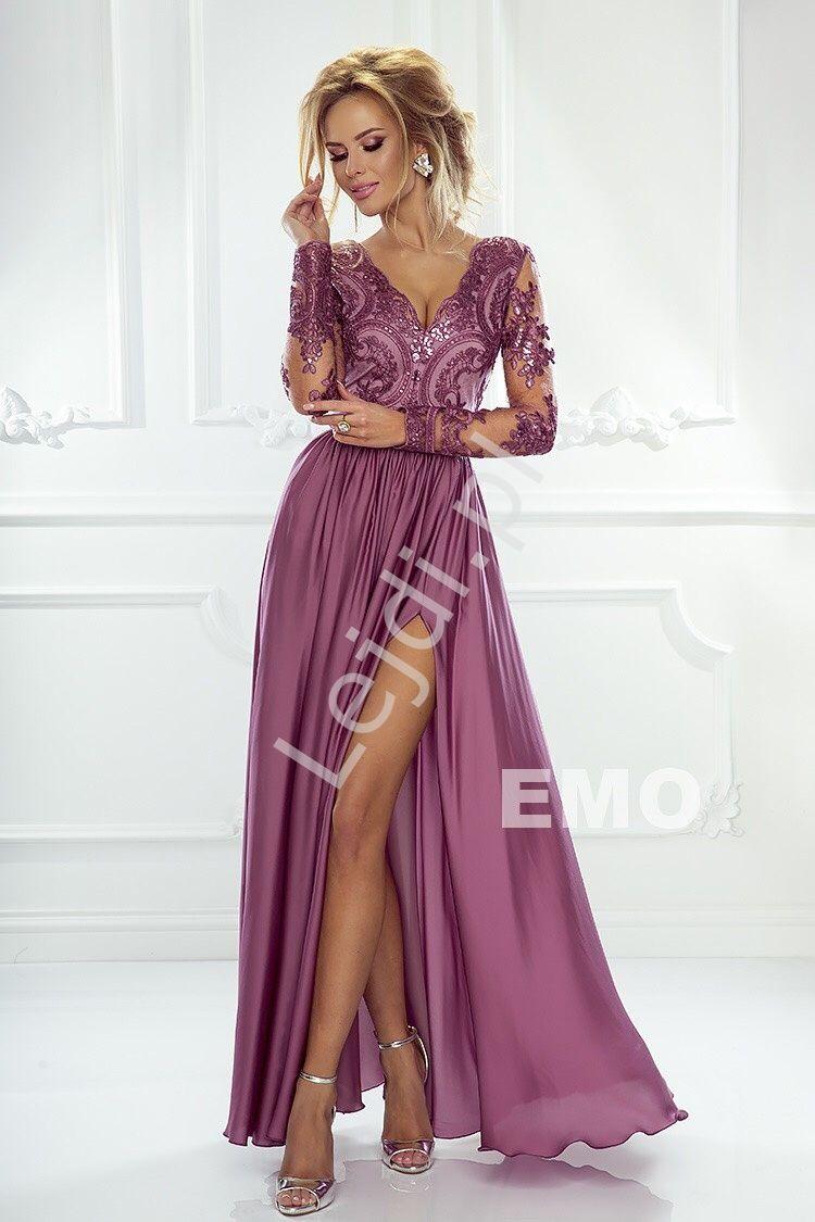 2461fae51b Długa suknia wieczorowa z jedwabistym dołem z rozcięciem ukazującym nogę.  Suknia wieczorowa z długim cieniutkim rękawem obszytym gipiurową koronką.