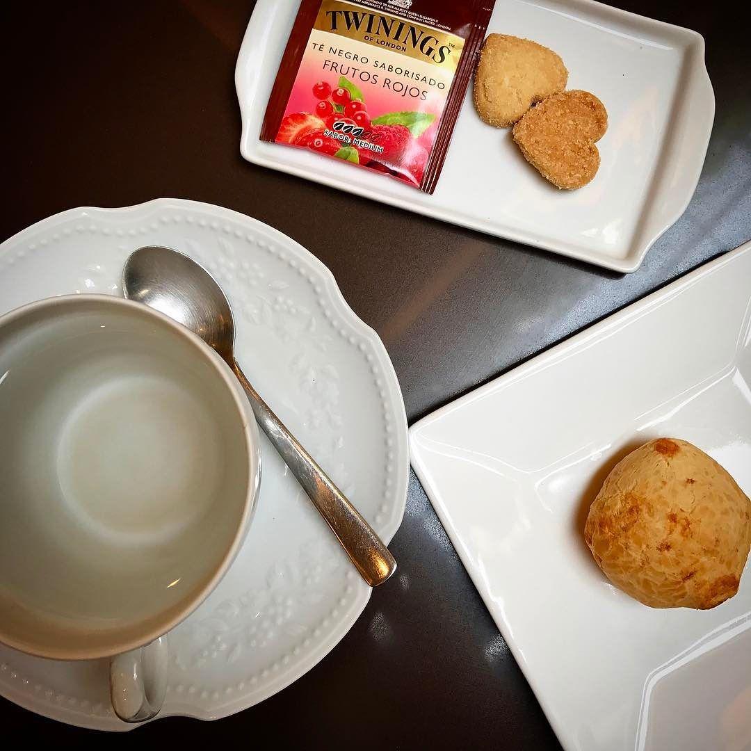 Chá da tarde... Quem mais ama?!  Os meus chás preferidos são o hibiscos verde frutas vermelhas e camomila. E o de vocês?