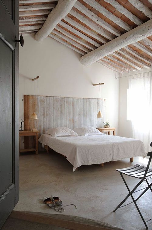 Rustieke slaapkamer van gerestaureerd landhuis | INTERIOR-STYLING ...