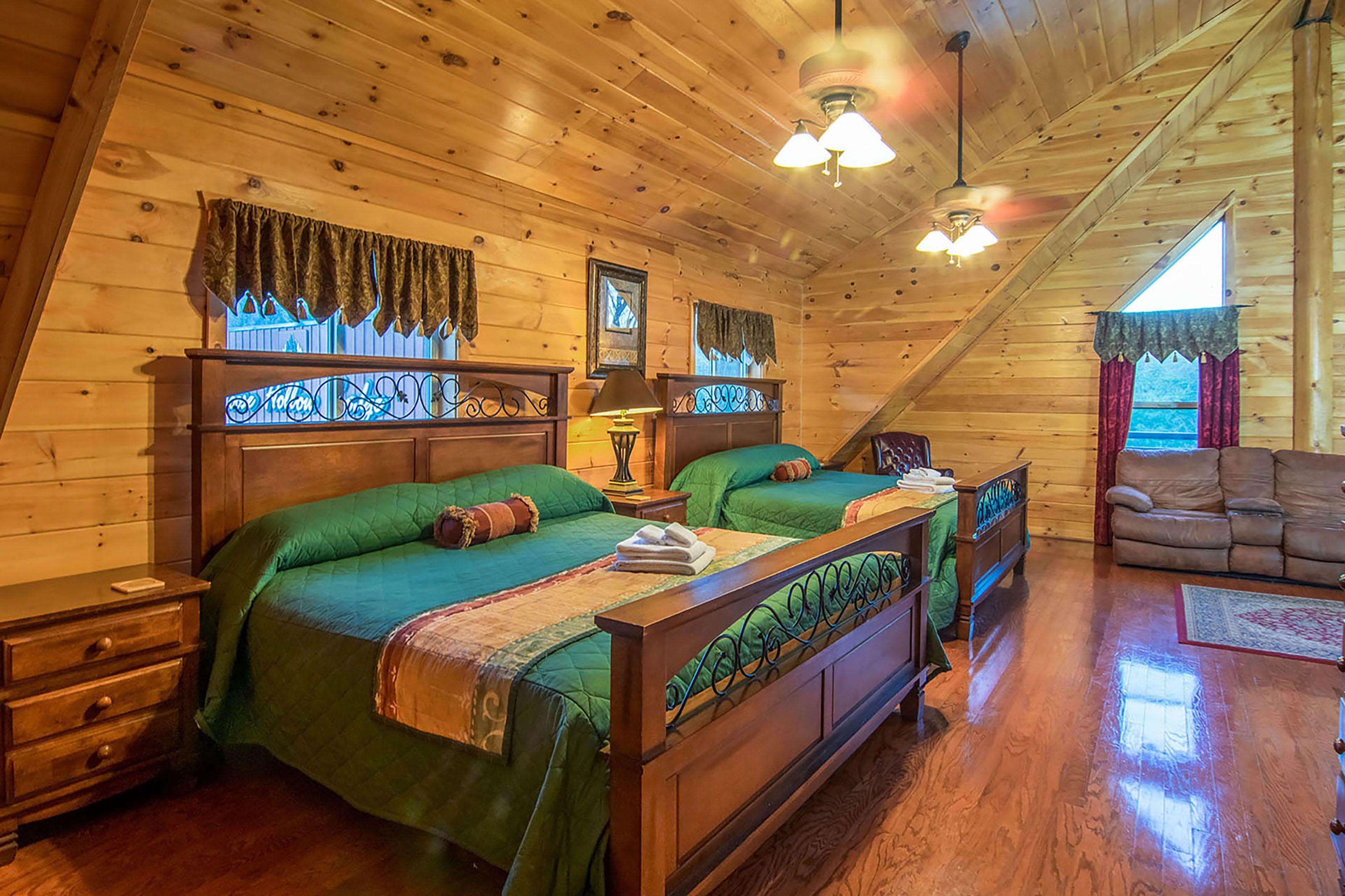 of bedroom pigeon cabins lodge bear cabin rentals boulder forge rental