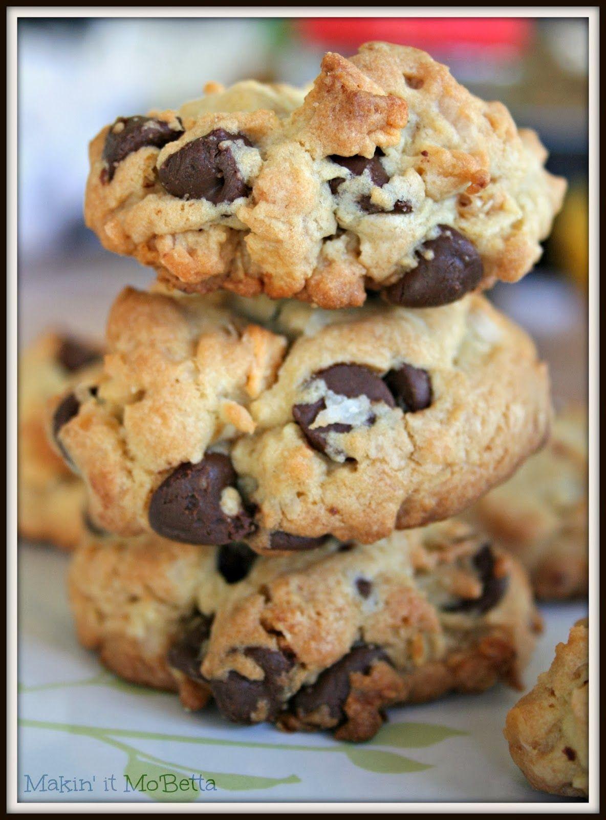 Makin' it Mo' Betta: Chocolate Chip Granola Cookies #apeekintomyparadise #tastytuesdays #recipe #cookies