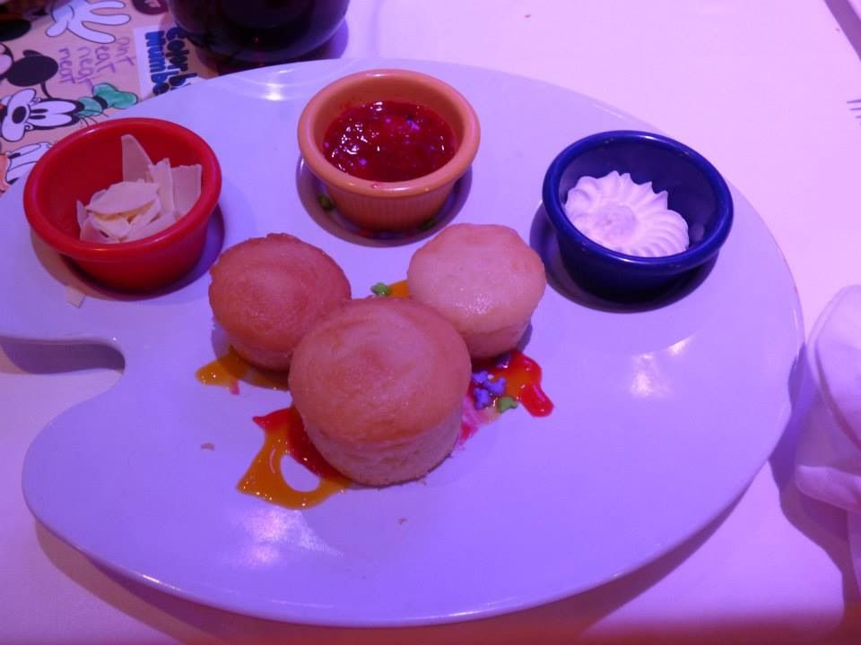 mickey cupcakes in animators palate on the disney fantasy