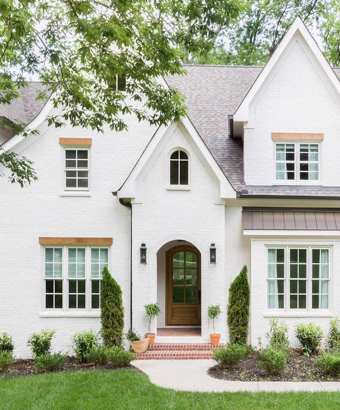 Absolutely Loving The Exterior Details Of This White Brick Home Don T You To See A Glimpse Inside This House Exterior House Designs Exterior Exterior Design