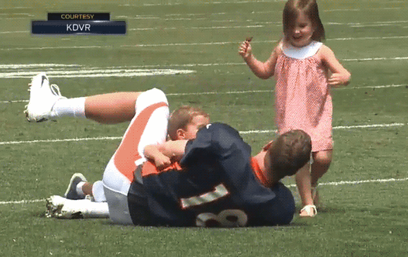 1ac380a9 NFL players share tender moments with their kids at training camp ...