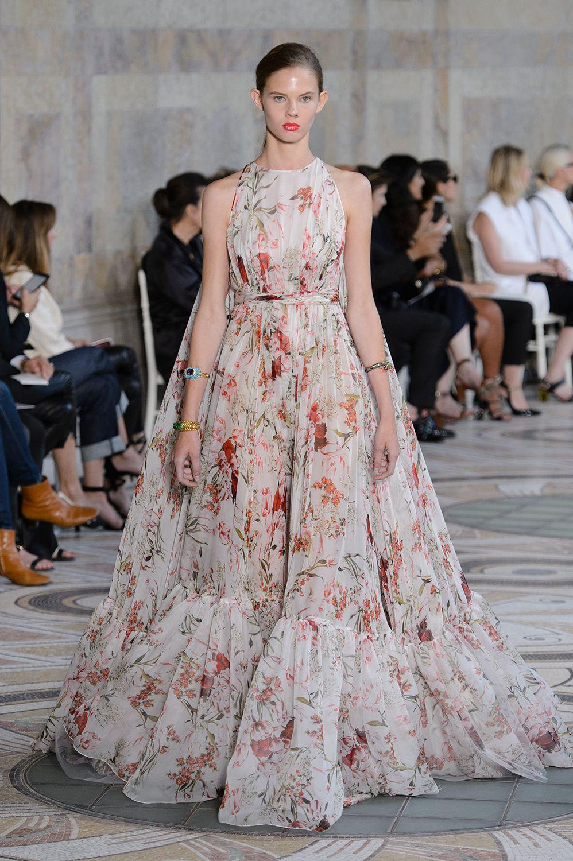 f7dc06dc9104 20 παραμυθένια φορέματα από την εβδομάδα Υψηλής Ραπτικής στο Παρίσι - Marie  Claire