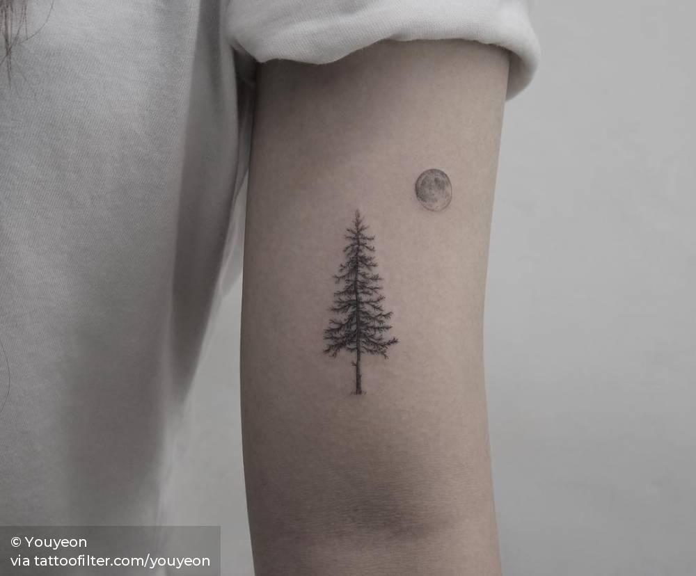 Photo of Pin et petit tatouage de pleine lune