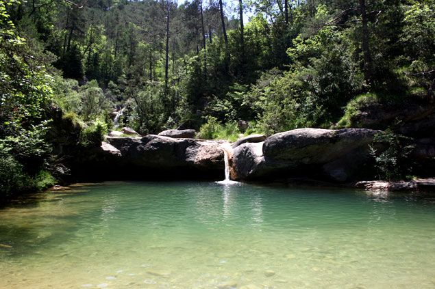 Una de las piscinas naturales mas bonitas dels set gorgs for Piscinas naturales barcelona