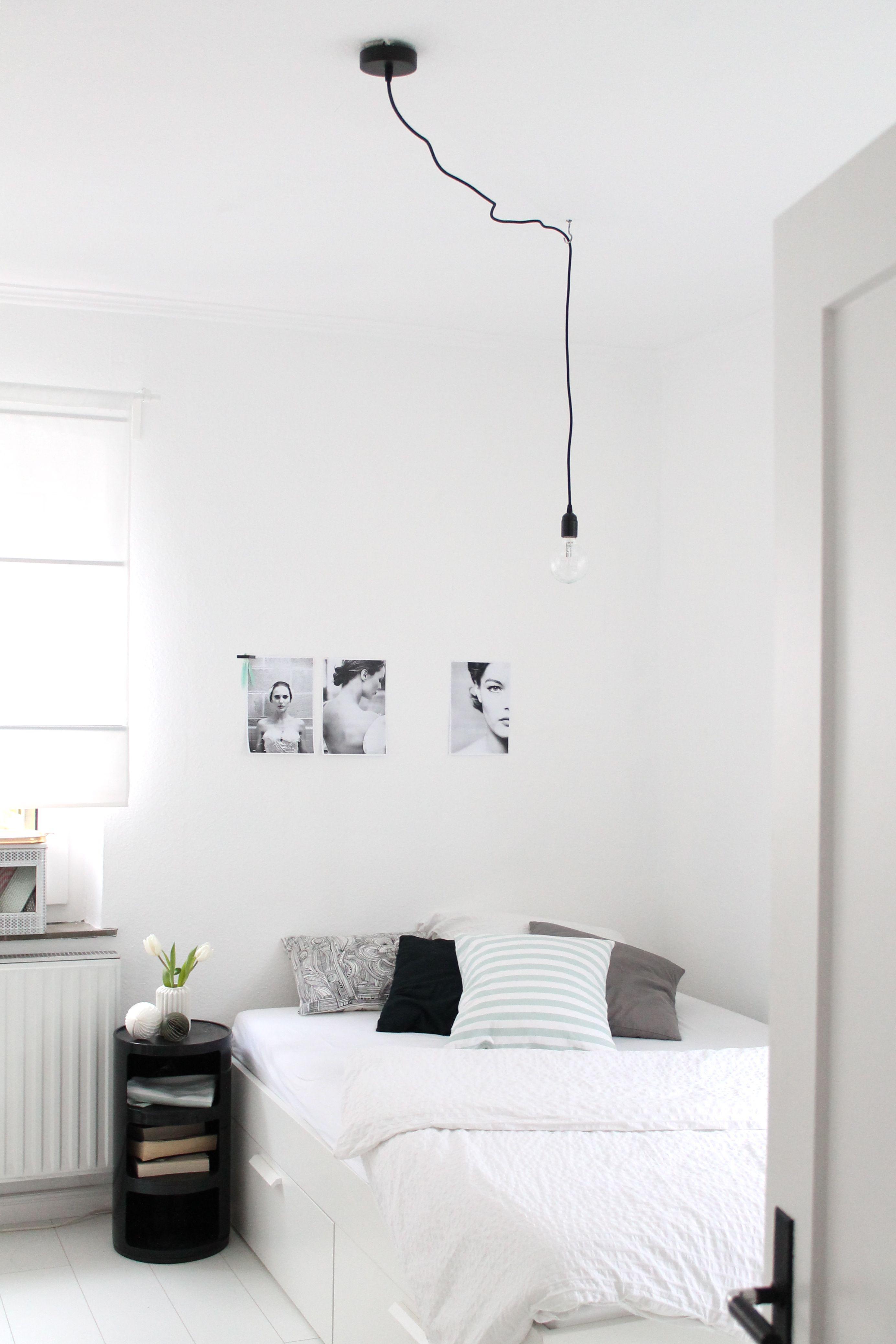 schlichtes Gästebett schwarzdesigntischbettlampwhite