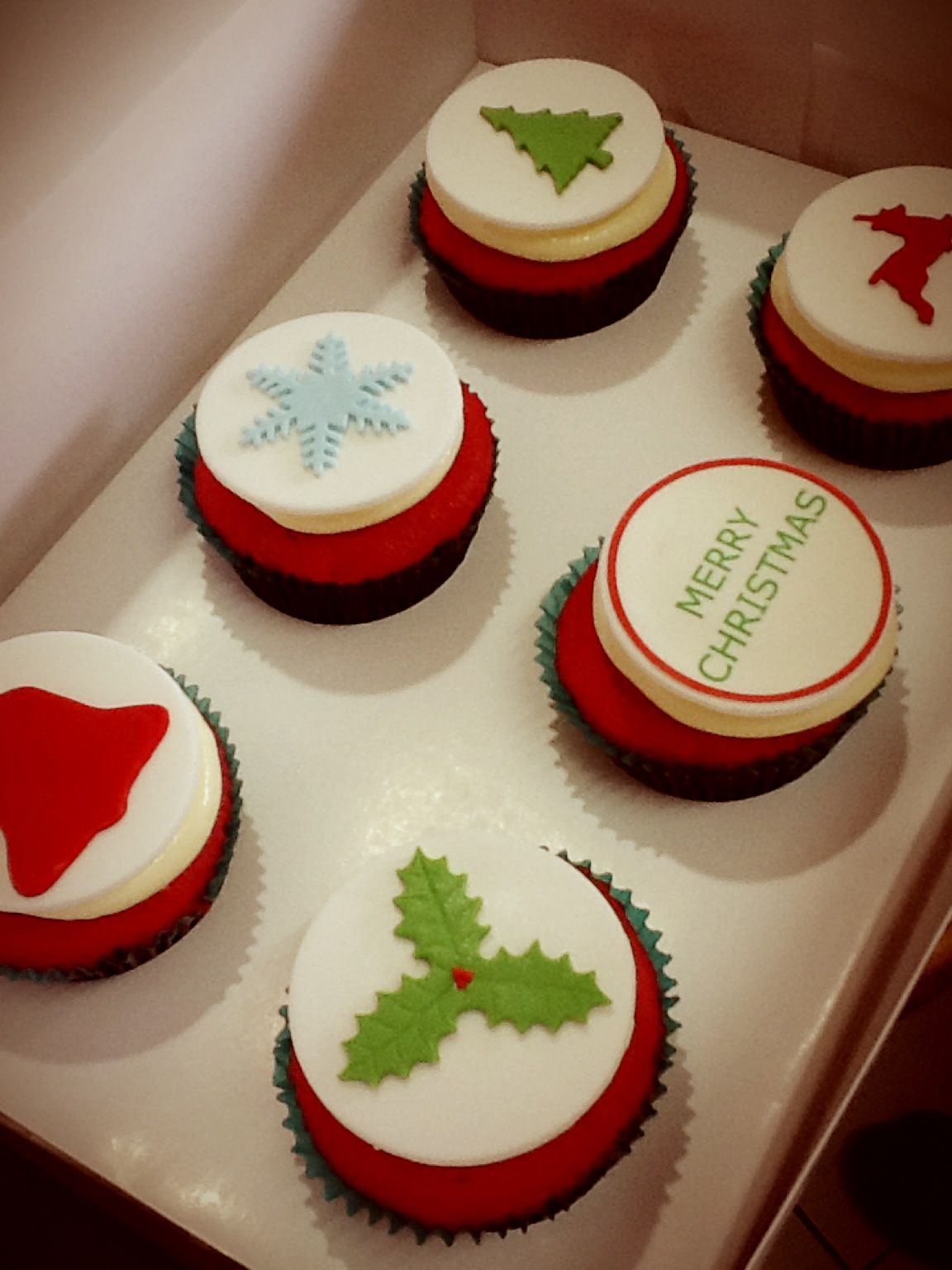 Red Velvet Christmas Cupcakes | Xmas | Pinterest