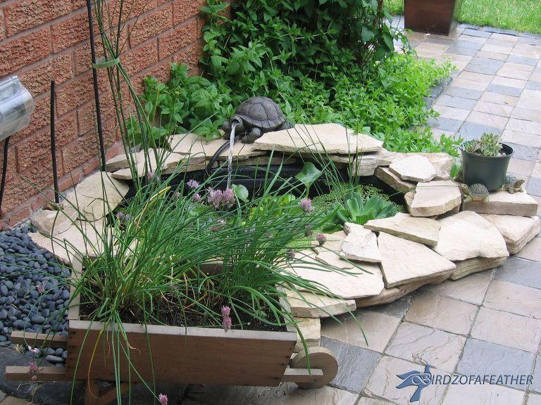 10 Mini Water Features To Add Zen To Your Garden Diy Gartenbrunnen Garten Gewachshausgarten