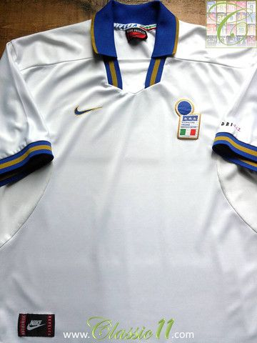 Relive Italy s 1996 1997 international season with this vintage Nike Italy  away football shirt. 53dc4bd180f
